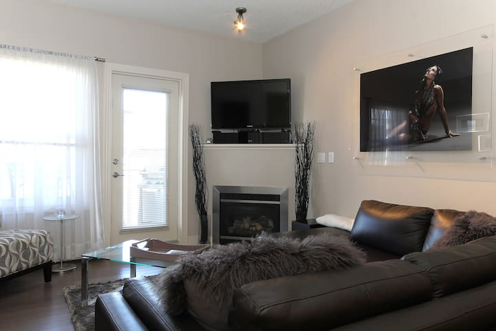 Modern Room in Inglewood YYC!!!