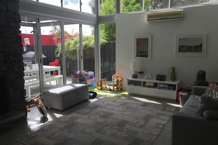Gorgeous cottage in W Leederville - House