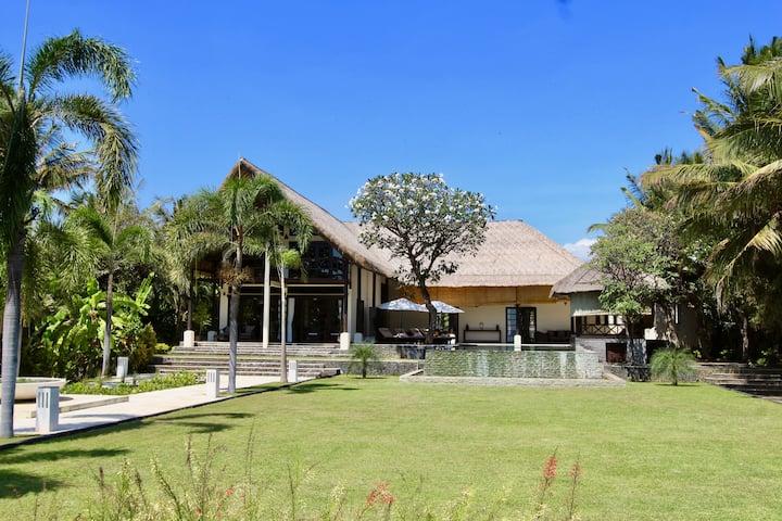 5* Strand-Villa mit privatem Pool