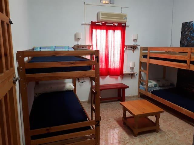 Habitación compartida hasta 5 huéspedes.