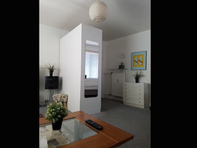 Single apartment located in nice neighborhood