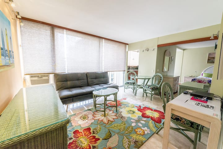 1bed. Center of Waikiki WasherDryer Free parking