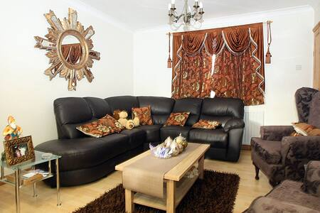 Double bedroom in sunny Slough - Slough