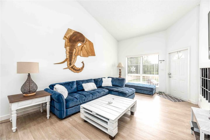 Elephant in the Room  Loft 5 minutes from Sawgrass
