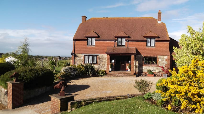 Pencombe House Bed & Breakfast - Ryde - Bed & Breakfast