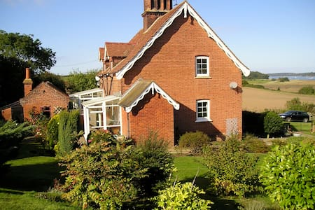 Suffolk country cottage. `Snug, modest not deluxe. - Shotley