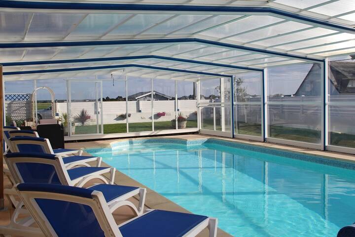 villa avec piscine chauffée a l année