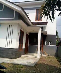 Home stay strategis di jogjayakarta - Ngaglik - Dům pro hosty