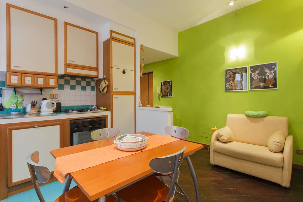 kitchenette and single sofa bed