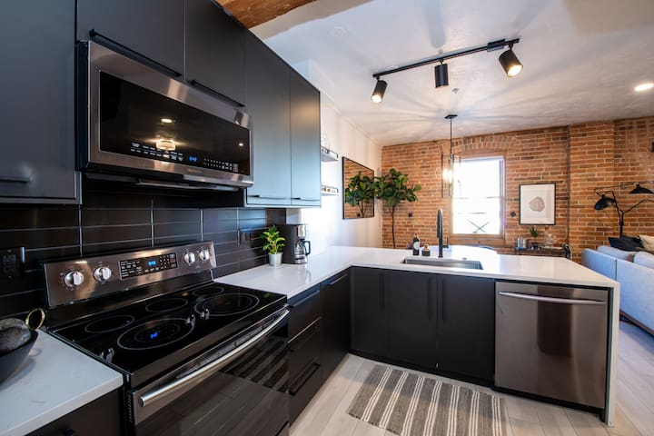 ★Newly Renovated★ Mod-Industrial Downtown SLC Loft