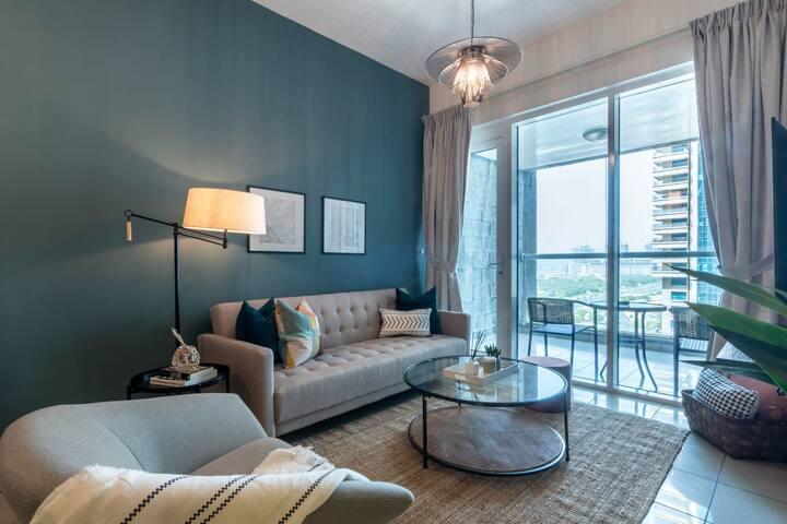 GuestReady | Minimalist Design | Dubai Marina