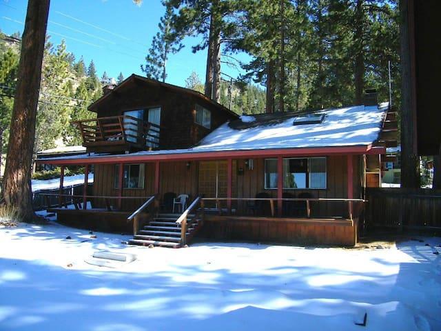 Very Comfortable 4 Bedroom Tahoe Retreat - Glenbrook - Haus