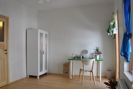 Bright room with balcony in 2b flat - Apartment