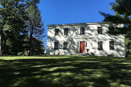 Restored 1820 country farmhouse - Manlius