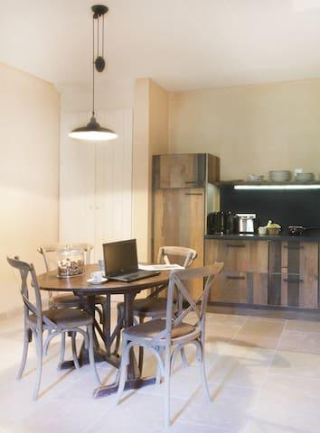 Coin cuisine et salle à manger - Gîte Merlot