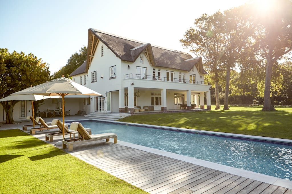 Stunning 5 star villa in constantia villas for rent in for 5 star villas
