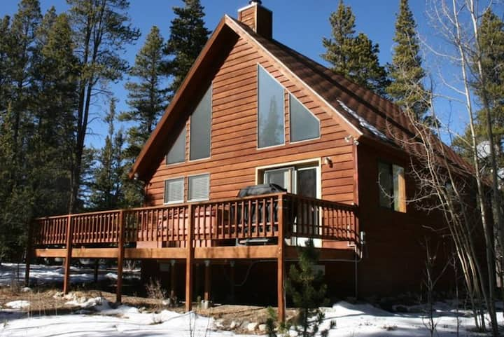 Secluded pet friendly cabin II with hot tub.