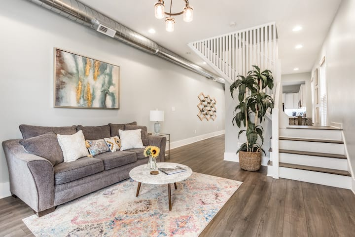 ✧ Boho Industrial HGTV 2BR Oasis - Downtown Indy ✧