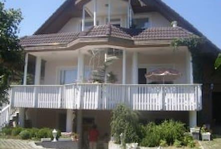 Nice apartement with huge garden - Vonyarcvashegy