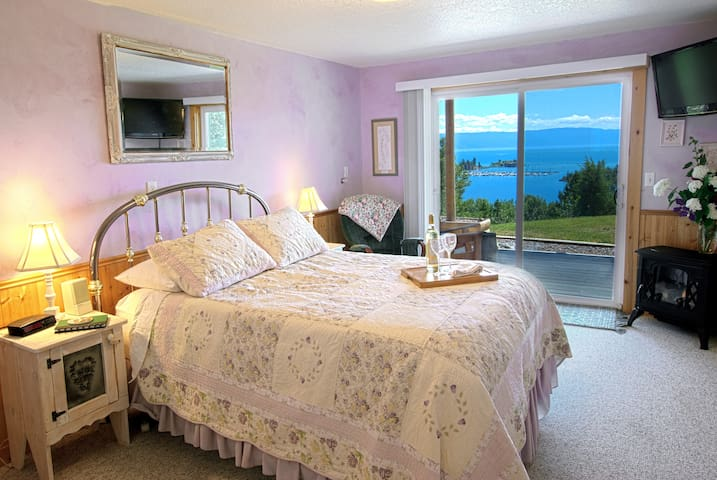 Unparalleled Lake and Mountain View Room