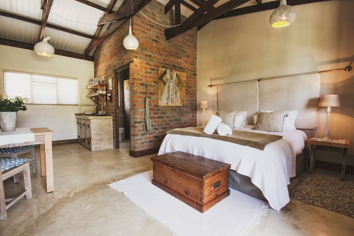 A Hilltop Country Retreat - Swellendam - Bed & Breakfast