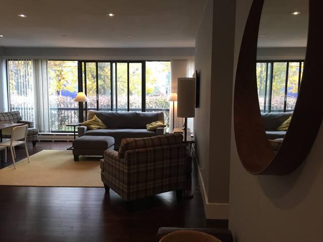 Bright condo on Coburg Road - 1 month min rental