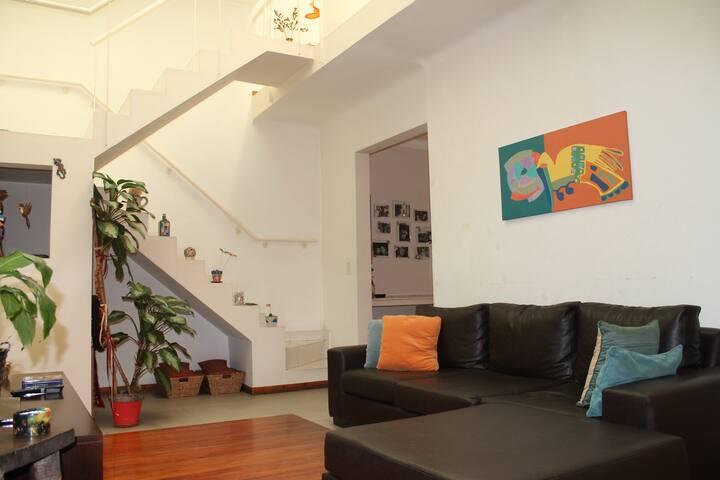 Habitaciones cálidas y tranquilas en pleno centro. - Rosario - บ้าน