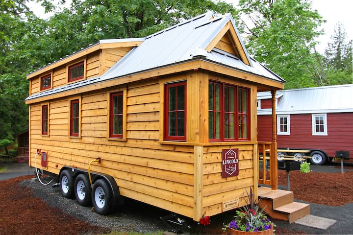 Lincoln Tiny House-FC276
