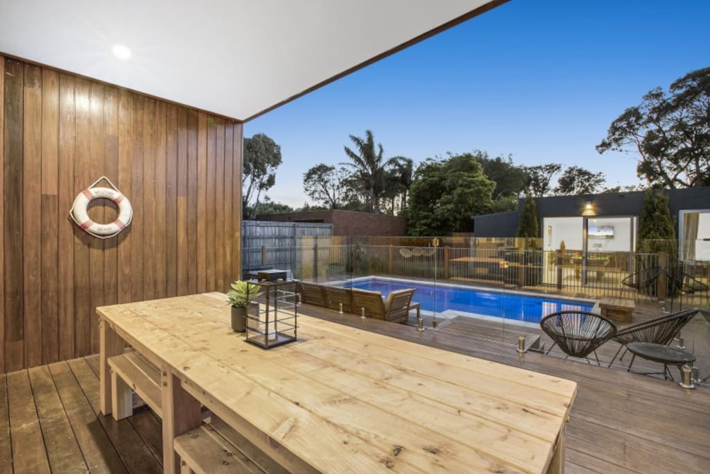 Outdoor dining – Moonah Beachside Retreat
