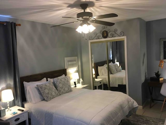 Amazing hideaway minutes from the airport & city!