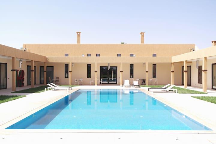 Very quiet villa 20min from the center. Pool&Wifi - Marakeş - Oda + Kahvaltı