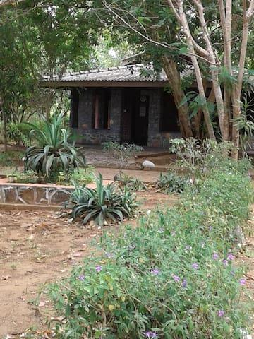 Gneiss Safari Bungalow Udawalawe Park - Udawalawa - บังกะโล