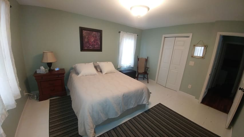 Comfort & Privacy, 1 BR Apt, 14 Min to Airport