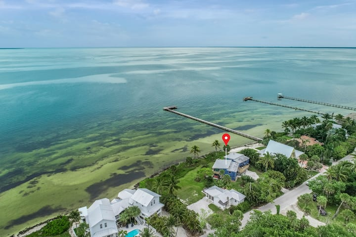 Waterfront home w/ gorgeous views, shared deck, & hammock! Snowbird-friendly!