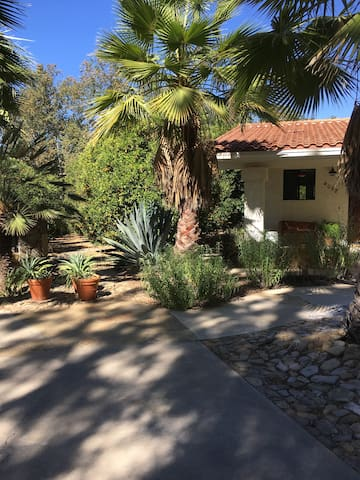 Ojai East End Cottage on 6 Acres, 30 Day Min. Stay