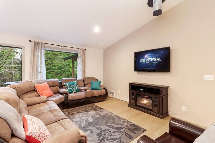 """Livingroom with electric fireplace and 50"""" flat screen TV"""