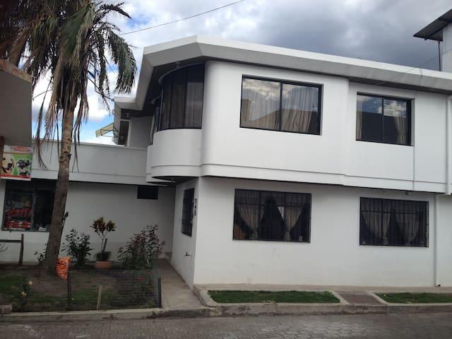 Casa cerca del aeropuerto Mariscal Sucre - Quito - Casa