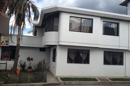 Casa cerca del aeropuerto Mariscal Sucre - Quito - Hus
