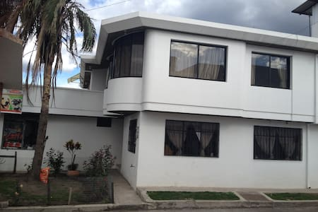 Casa cerca del aeropuerto Mariscal Sucre - Quito