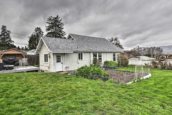 NEW! Corner Cottage, <2 Mi to Columbia River, Vino