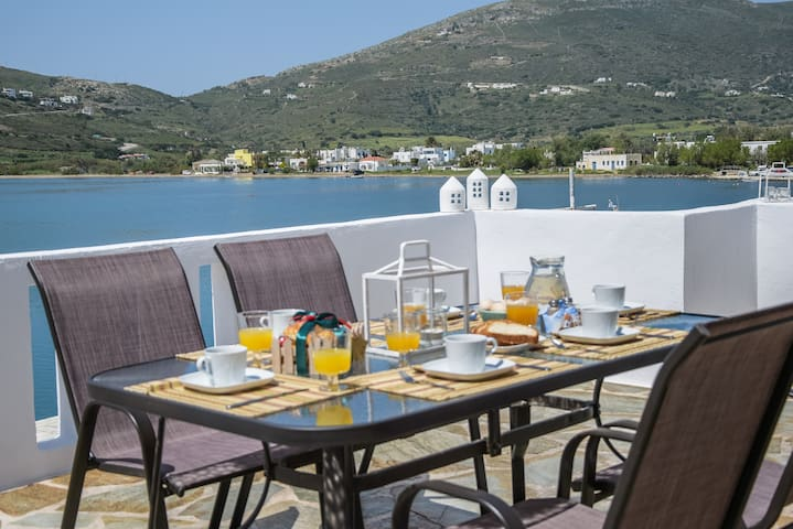Premium Cycladic House - Perfect for large groups