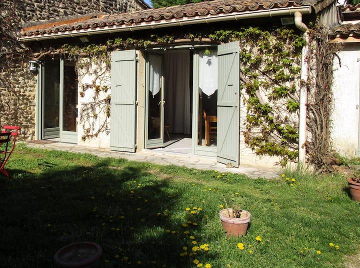 Petite maison de campagne dans parc