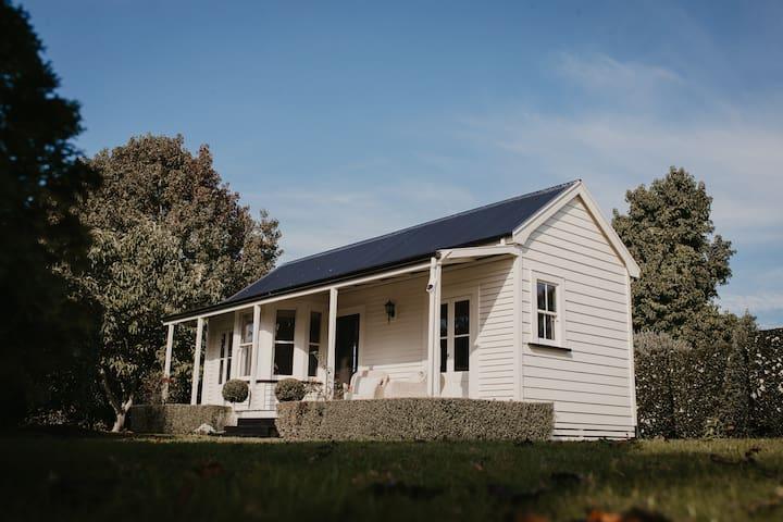Claybrook Cottage Luxury Farmstay
