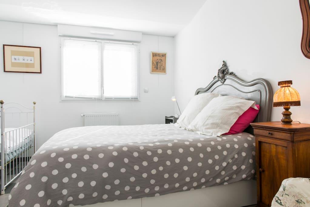 Chambre avec matelas neuf à mémoire de forme