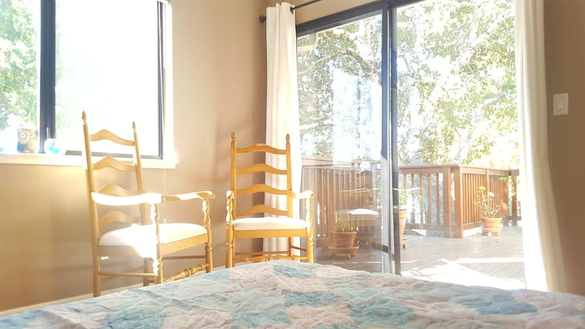 Clean Private Room with deck, own entrance!