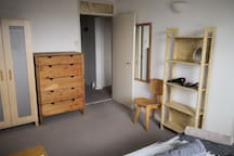 BIG ROOM close to Victoria. 15min away by bus