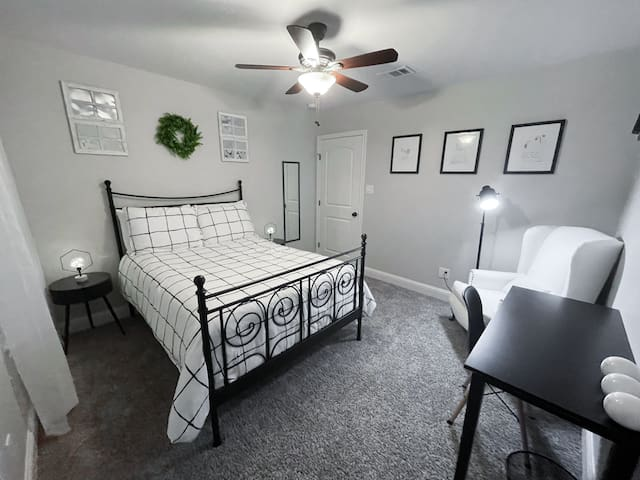 New House near downtown Fort Worth | Private Room