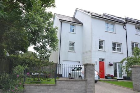 Four storey modern town house near to town centre - Haverfordwest - 独立屋