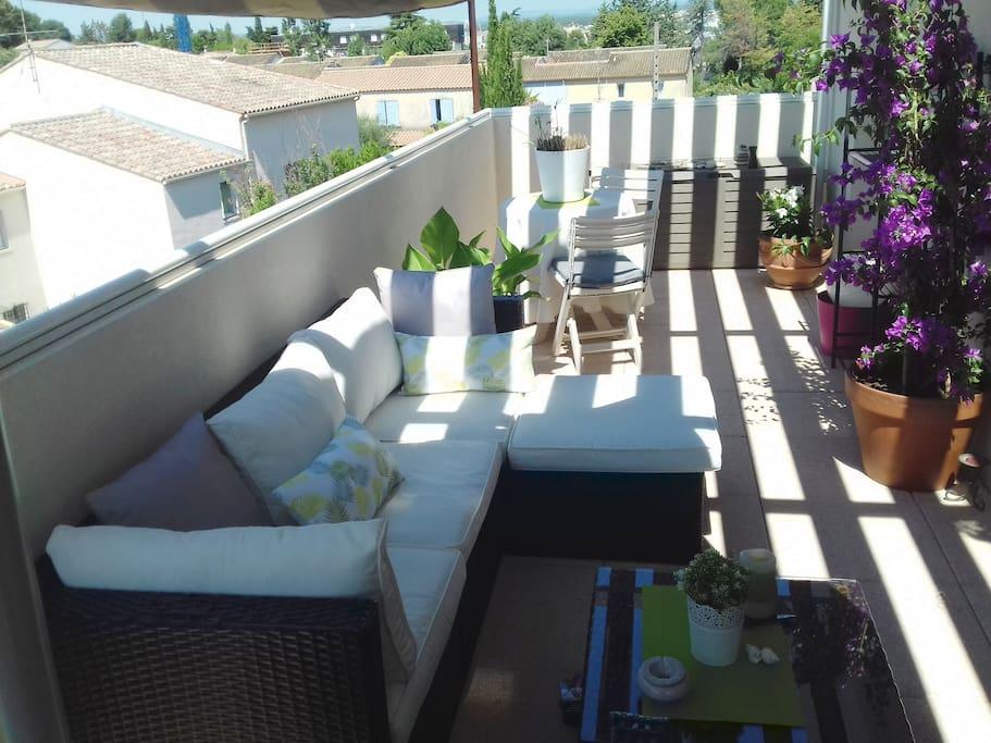 Terrasse de 14 mètre, avec pergola.