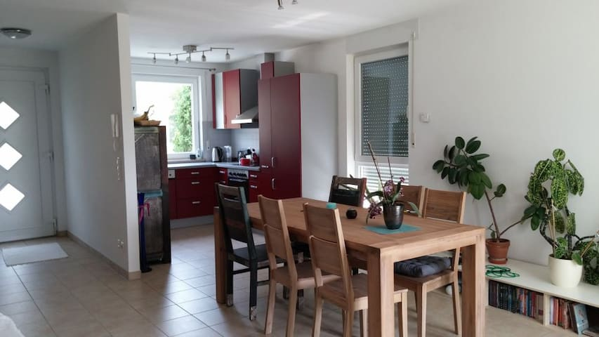 Lichtdurchflutetes Zimmer 2 - Griesheim - Casa